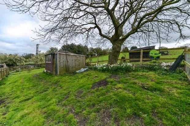 Clover Cottage, 2 Chapel Terrace, Fenny Bentley, Ashbourne - Image 12
