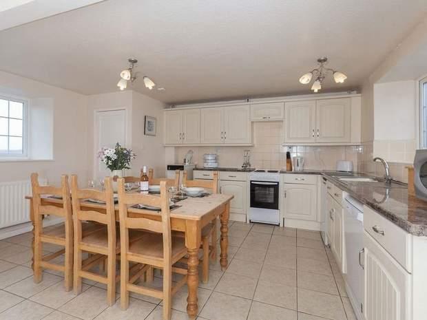 Needhams, Bothy and Cherry Cottage, Alstonefield, Ashbourne - Image 6