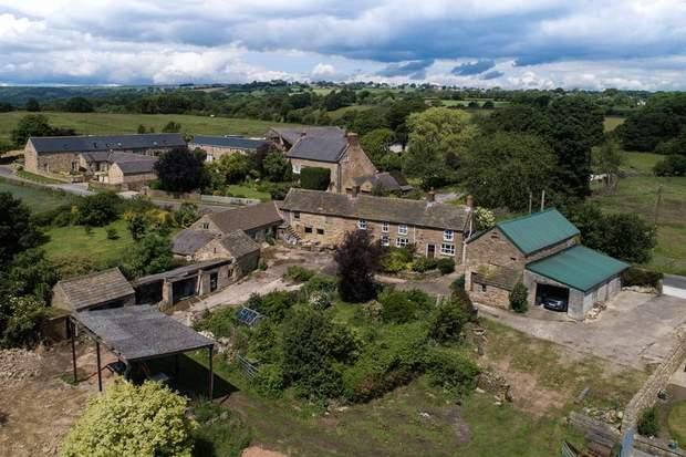 Lot 1: Barlow Lees Farm, Barlow Lees, Barlow, Dronfield - Image 1