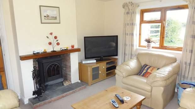Holly Cottage, Stubwood Lane, Stubwood, Denstone - Image 2